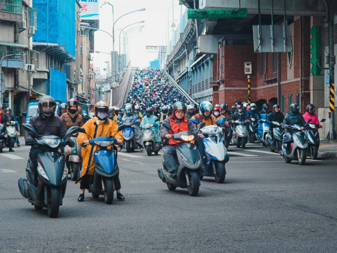 Photo: Taiwan motor scooters in traffic